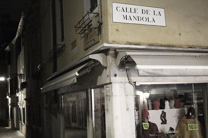 Calle de la mandola